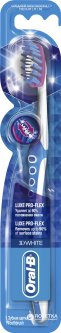 Зубная щетка Oral-B 3D White Luxe Pro-Flex средней жесткости (3014260010379)