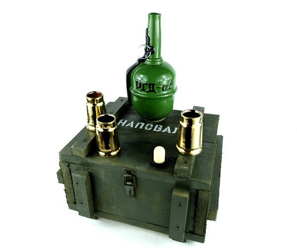 Подарочный набор «Наповал РГД-0,5» для мужчин фляга граната 0,5 л и 4 рюмки в деревянном ящике (485) - изображение 1