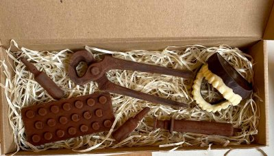 Шоколадный набор Ковальня шоколаду Набор Дантиста из белого и черного шоколада 132 гр (К08)