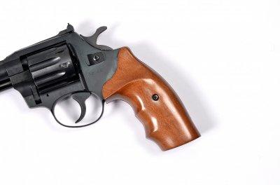 Револьвер под патрон Флобера Safari RF-441 cal. 4 мм буковая рукоятка, BLACK CERAKOTE