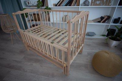 Дитяче ліжечко деревяне Ангеліна-2 Кузя з механізмом гойдання та відкидною боковинкою натуральне дерево 104.1