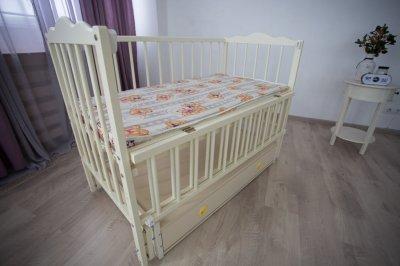 Дитяче ліжечко-гойдалка Ангеліна Кузя, з шухлядою та відкидною боковинкою слонова кістка 103.5