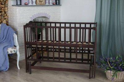 Дитяче ліжечко колиска деревяне Анастасія-2 Кузя з відкидними бортиками венге 105.3