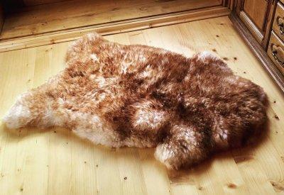 Шкура з овчини Lizhnyk (С502) овеча хутряна накидка з коричневими кінчиками
