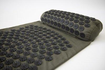 Масажний килимок і валик 2в1 (аплікатор Кузнєцова) масажер для ніг/спини/шиї/тіла FitUp (F-00001) Хакі, чорний