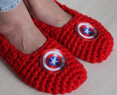 """Вязаные мужские тапочки для дома Madana Studio """"Капитан Америка"""""""