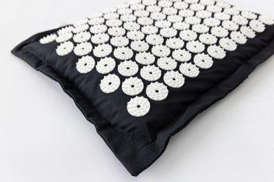 Масажна Подушка акупунктурна (аплікатор Кузнєцова) масажер для голови/шиї/спини OSPORT Premium (apl-017) Чорно-біла