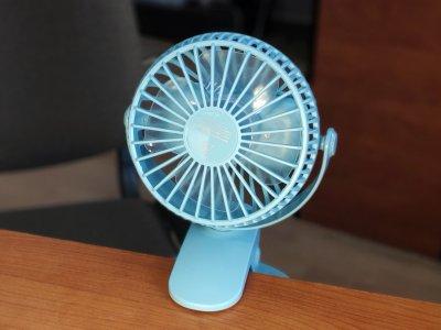 Переносной USB мини-вентилятор Mini Fan XH-09 с аккумулятором, портативный, на прищепке, голубой