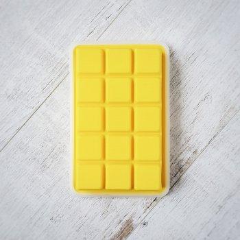Силіконова форма для льоду середній куб 3.2 х 3.2 см Olin & Olin 15 кубиків жовта з кришкою
