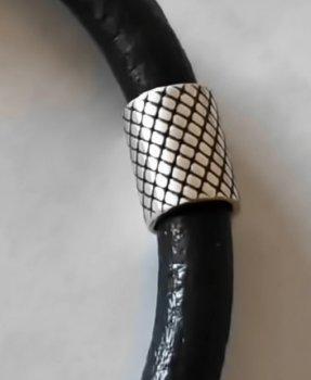 Кожаный шнурок на руку со вставками из серебра SilverArtisan 0.9090 17,5 размер