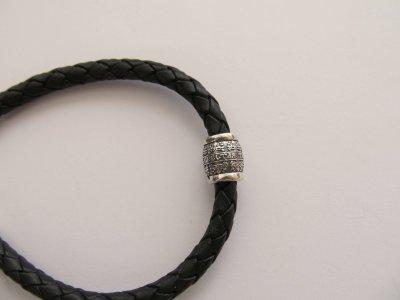 Кожаный шнурок на руку со вставкой из серебра SilverArtisan 0.00050-5 20 размер