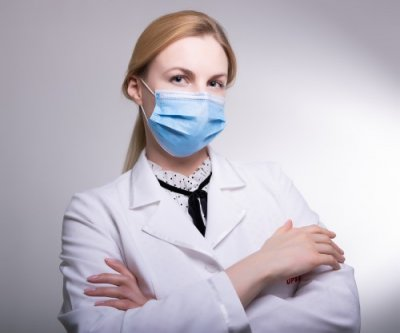 Маска медична одноразова тришарова нестерильна 50 шт в уп. Блакитна