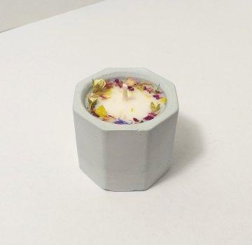Свічка ручної роботи в гіпсовому підсвічнику Iren Osadcha Аромат лісових квітів 20 г