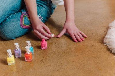 Набор лаков для ногтей Make It Real Неоновая вечеринка 5 шт х 8 мл (MR43221) (638241432214)