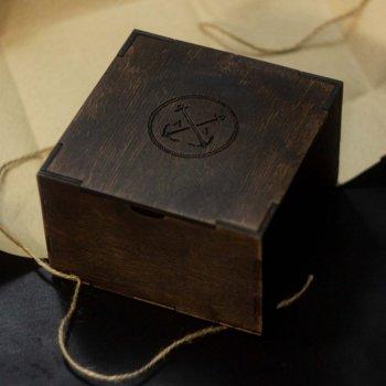 Дерев'яна подарункова коробка Anchor Stuff в упаковці з крафт паперу (12x12x8 см) - Коричнева (nas220101)