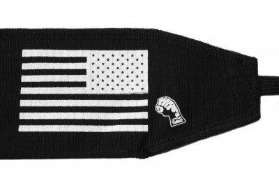 Кистевые бинты на запястье Strength Wraps Черные с флагом (пара) для кроссфита