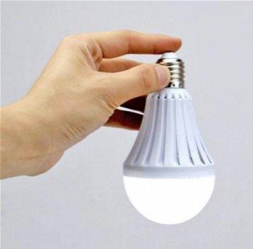 Світлодіодна лампа Supretto 5282-0001 5 Вт 1 LED 220 В з акумулятором