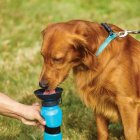 Дорожня поїлка для собак Aqua Dog 537 мл Блакитна (2000992389907) - зображення 4